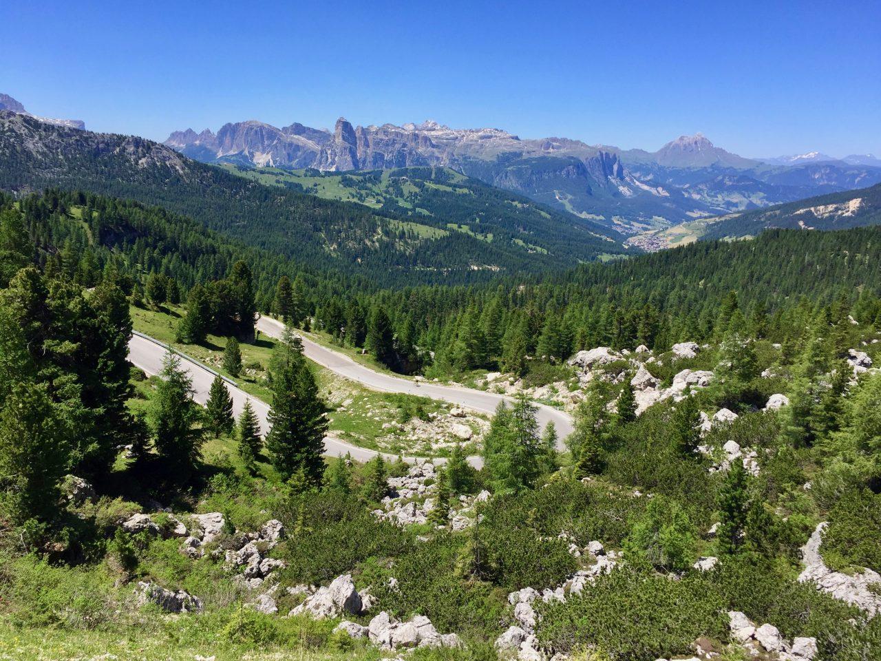Abfahrt, Passo Valparola, Dolomites, Italy