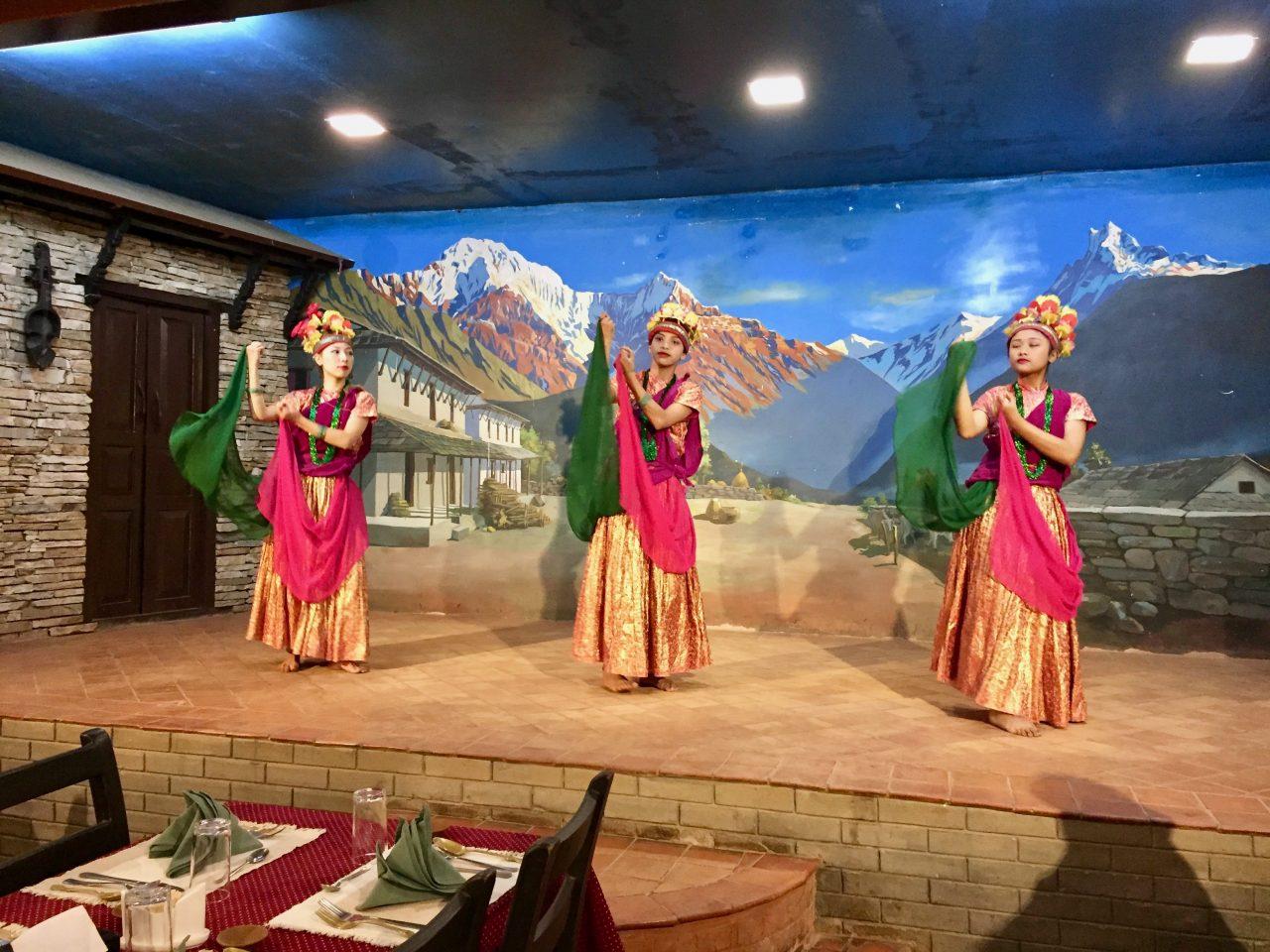 Abschlussessen mit nepalesischer Aufführung